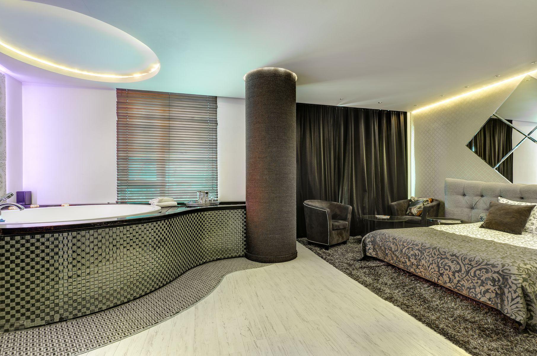 Jacuzzi Interior.Bronzinis Kambarys Su Jacuzzi Apartamentai